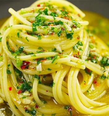 Spaghetti Aglio Olio E Peperoncino Italian Kitchen Club